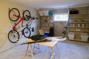 ガレージハウス-多目的な部屋